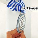 Medali akrilik cepat