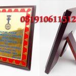 Plakat kayu penghargaan