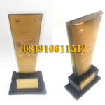 plakat trophy resin gold